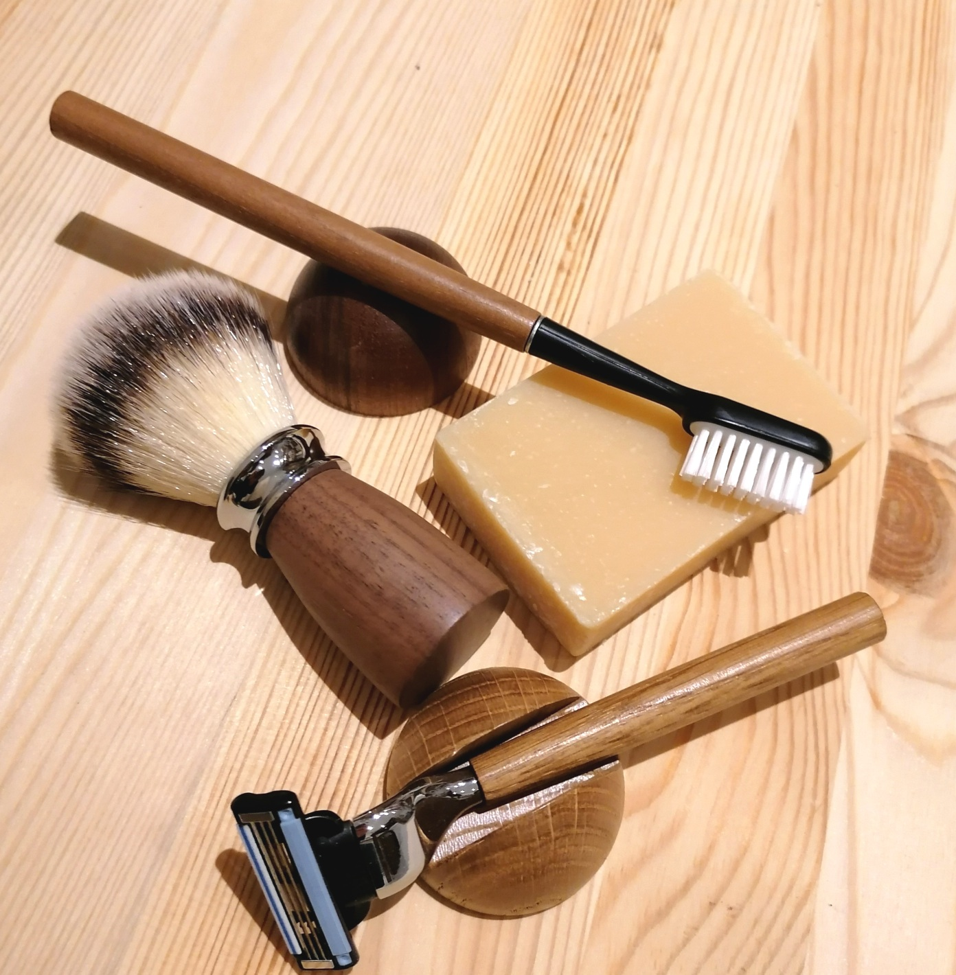 Assortiment d'accessoires cosmétiques en bois