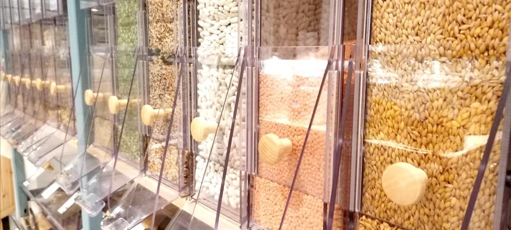 distributeurs de l'épicerie Le Local l'épicerie vrac et bio