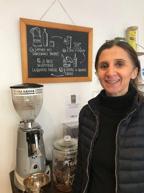 Sylvie la fondatrice du Local l'épicerie bio et tout en vrac située à Paris 18ème